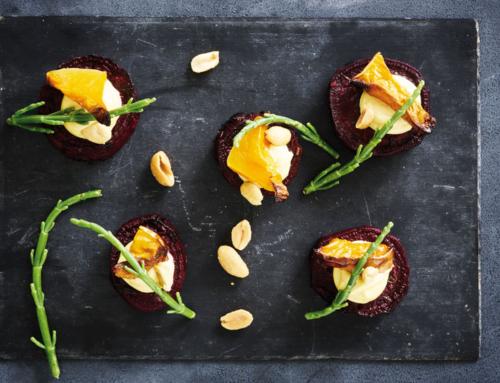 Opskrift: Bagte rødbeder med hokkaido aioli, salturt og peanuts